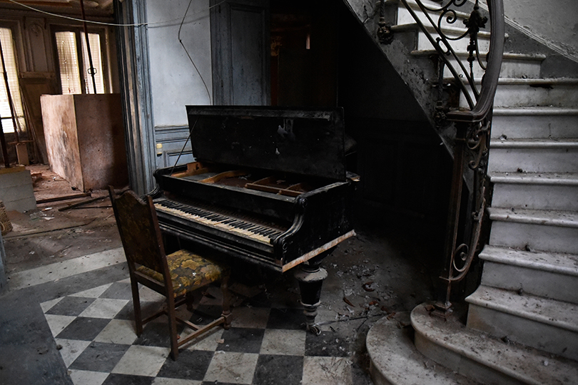 02_Urbex-manoir-piano-paris