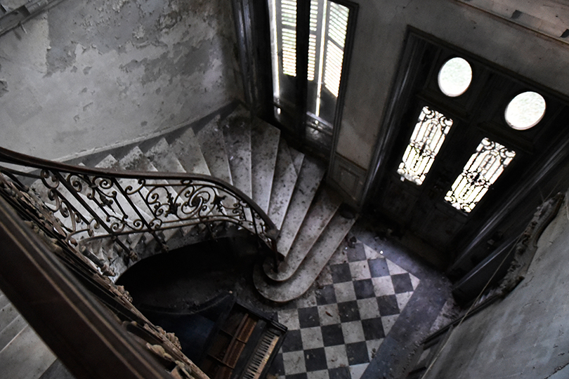 10_Urbex-manoir-piano-paris